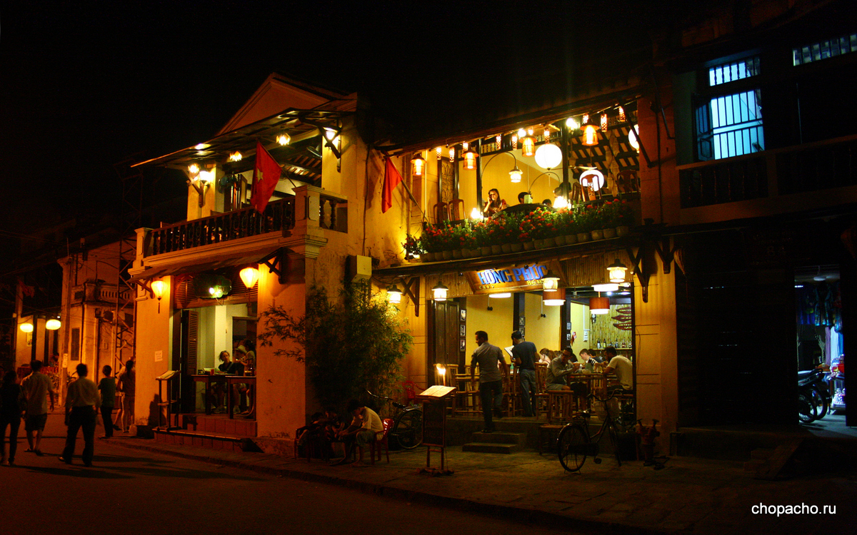 2.walking in hoi an 08.06.2013 8-14-59
