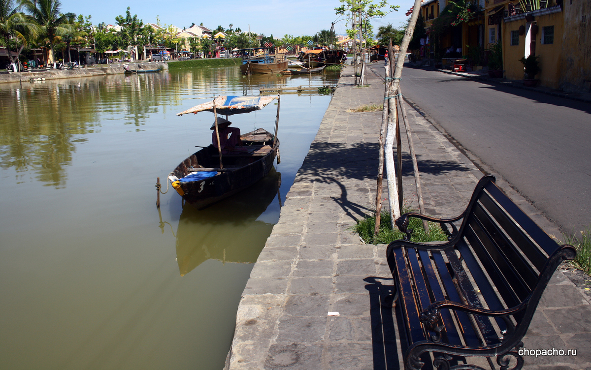 5.walking in hoi an 08.06.2013 8-14-59