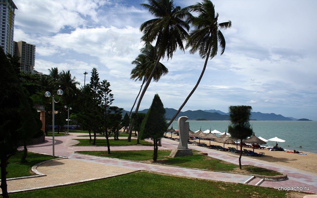 Маленький парк у пляжа