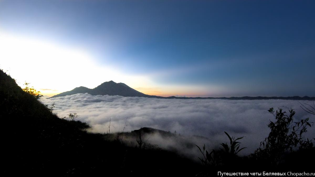 Рассвет на вулкане Гунунг Батур 2016. Бали.