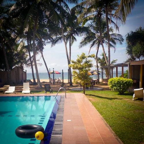 Хиккадува, Шри-Ланка. Отель на хорошем пляже.