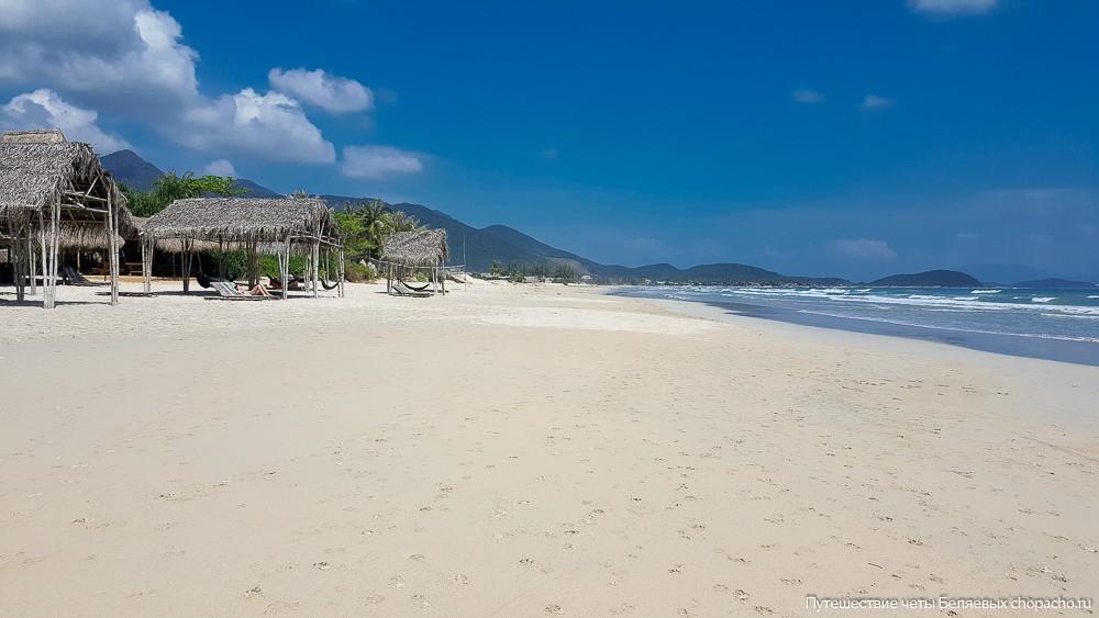 Немноголюдный пляж Jungle Beach, Нячанг