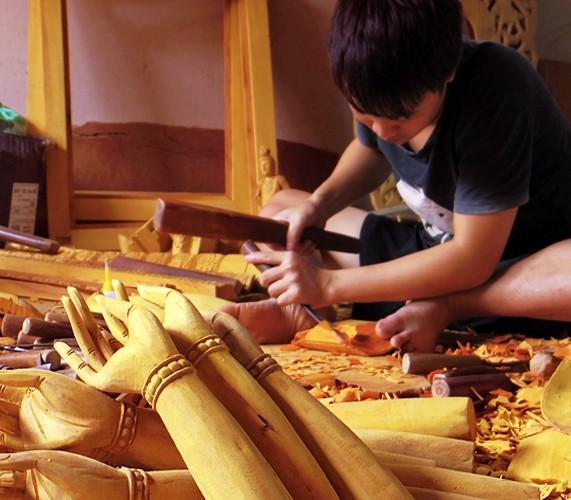 Вьетнам. Работа по дереву.