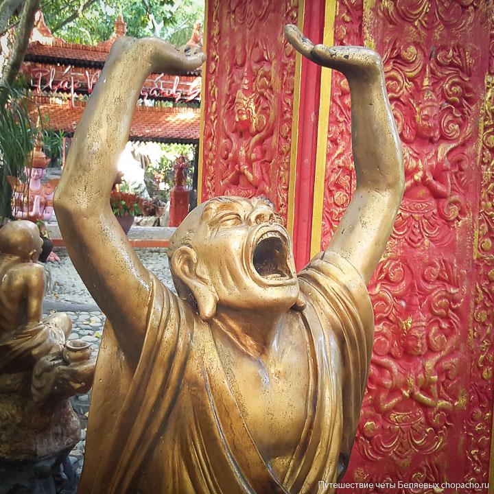 Скульптура монаха в пагоде Нячанга