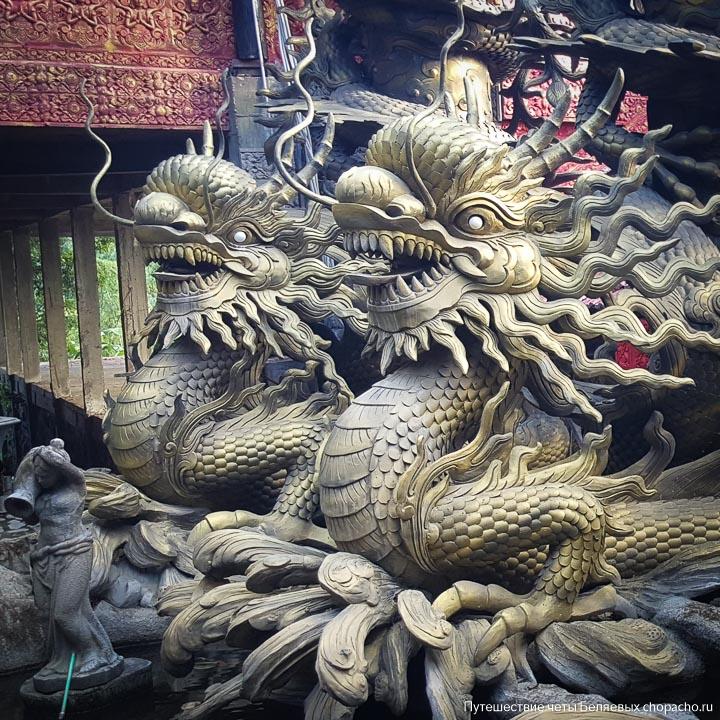 Скульптуры драконов в пагоде Нячанга