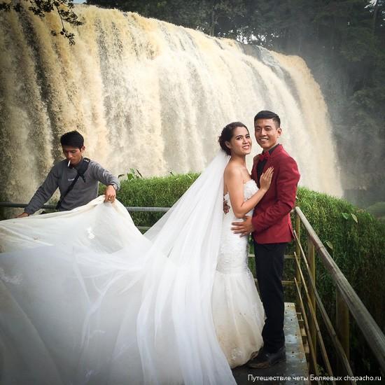 Невеста с женихом у Слоновьего водопада