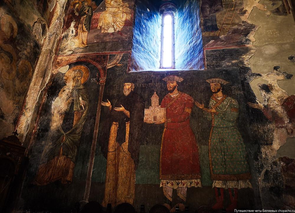 Внутренее убранство монастыря Сапара в Грузии