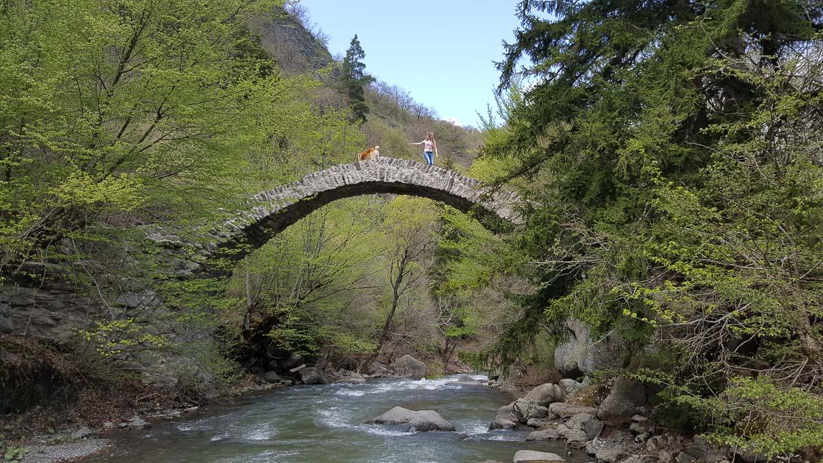 Мост Тамары в монастыре Ркони в Грузии