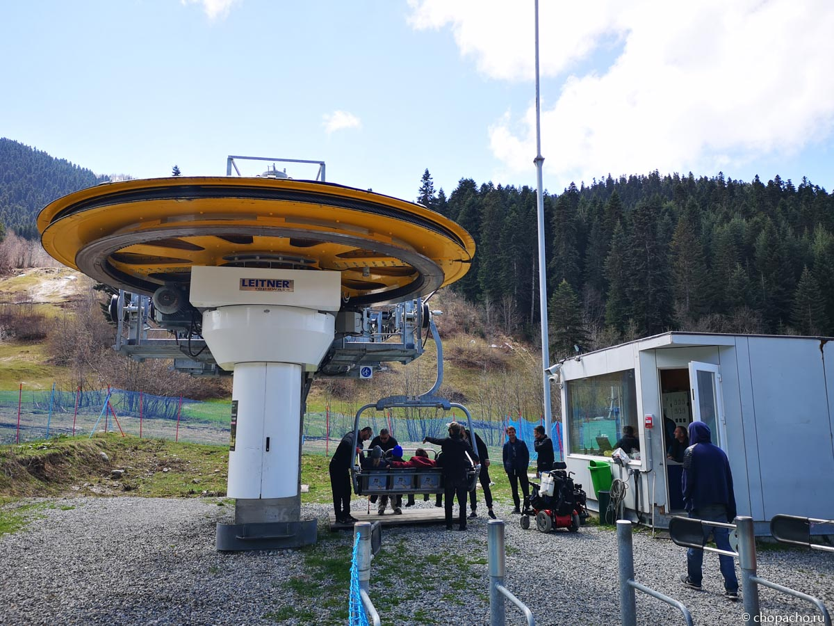 Верхняя станция канатной дороги до горнолыжного курорта Местии, Сванетия.